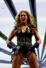 beyonce unflattering 06feb13 13